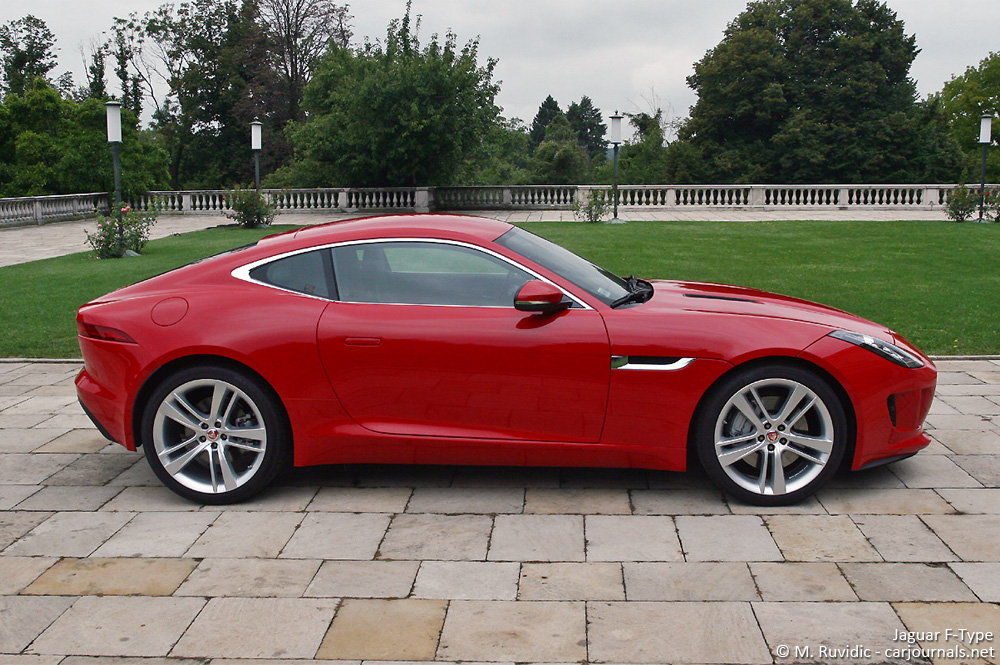 Jaguar F-Type side view - Car Journlas