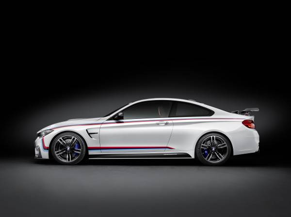 BMW M4 Coupé with BMW M Performance Parts side view © BMW